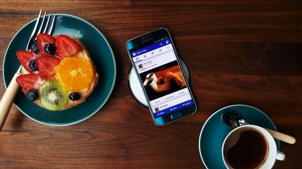 Le Samsung Galaxy S6 est pour l'instant le seul smartphone (avec sa déclinaison S6 Edge) compatible avec Samsung Pay.
