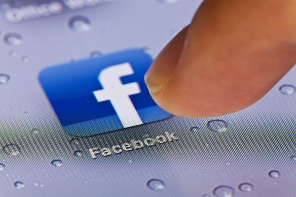 """Avec """"Signal"""" Facebook souhaite devenir un outil d'information à destination des journalistes. ©ymgerman/Shutterstock"""