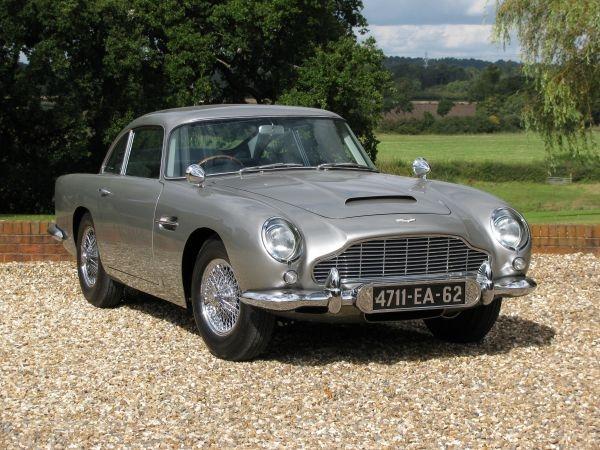 L'Aston Martin DB5 de James Bond Les films de James Bond prévoient avec précision les technologies de l'avenir depuis 1964.