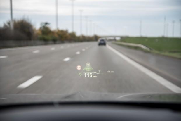 """Les fonctionnalités """"semi-autonomes"""" apportent un réel confort à la conduite - crédit photo : E.F."""