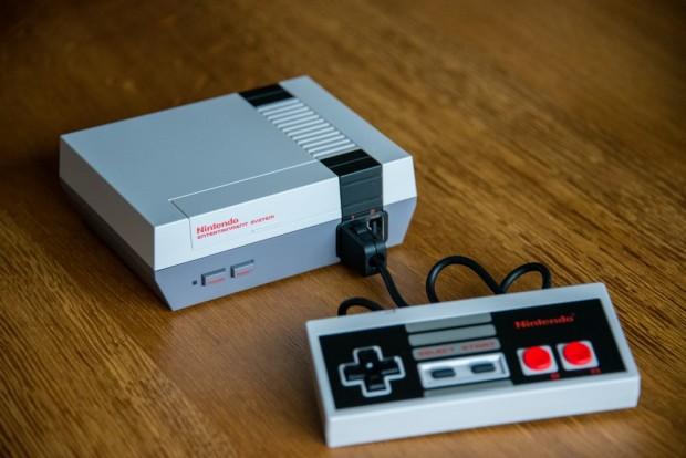 La NES Mini est livrée avec une manette et 30 jeux - Crédit photo : E.F.