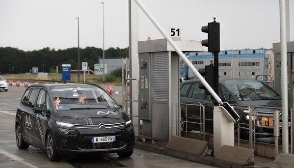 44639_voiture-autonome-un-c4-picasso-de-psa-franchit-un-peage-vinci-sans-conducteur
