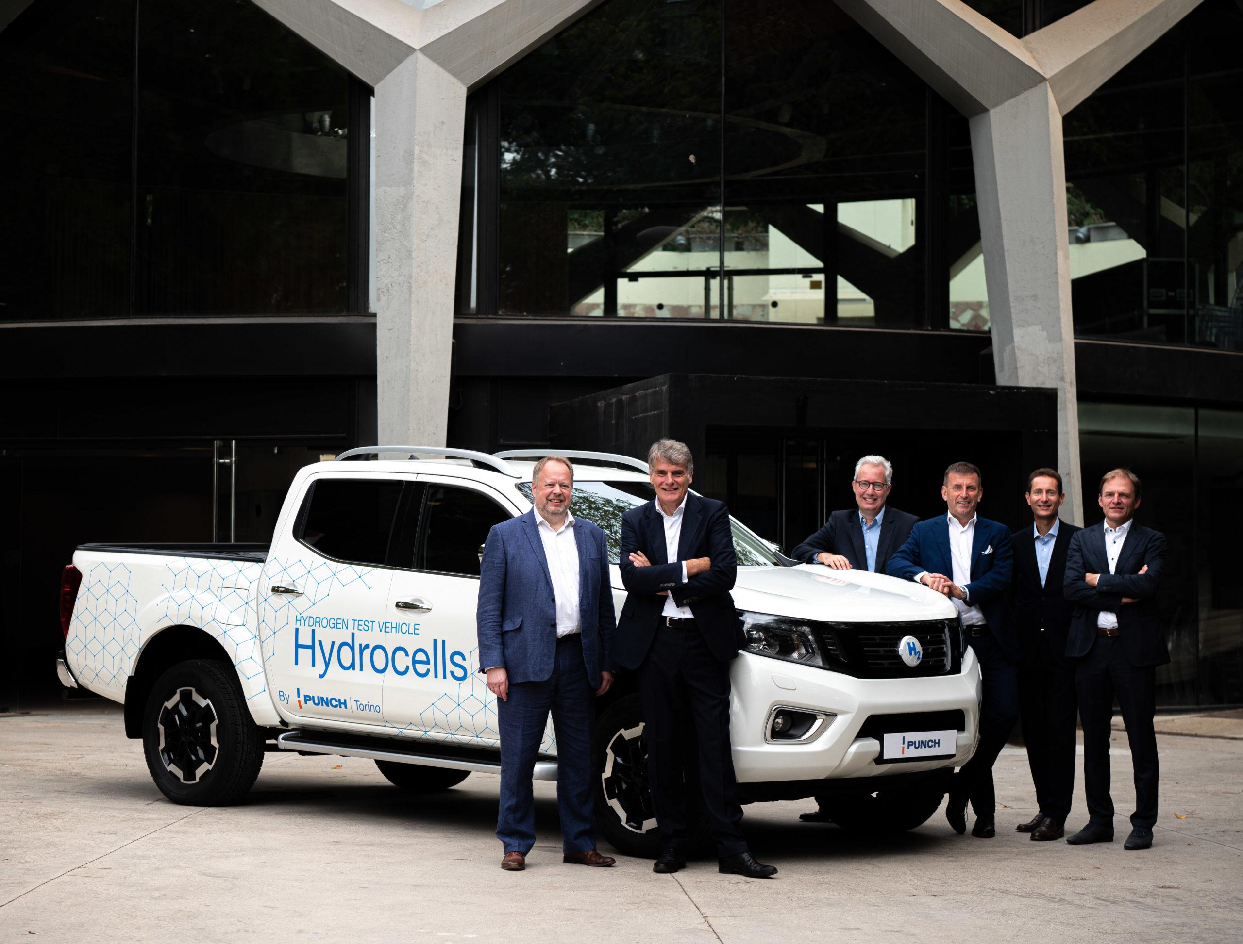 Punch présente son nouveau projet de voiture à hydrogène chaud.